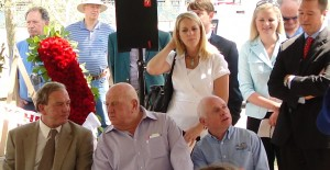 Jack Van Berg (center) with Chris Mc Carron (right) in 2009 at the Kentucky Derby Horse Park ceremony for Alysheba (Photo by Kentucky Derby Tours)
